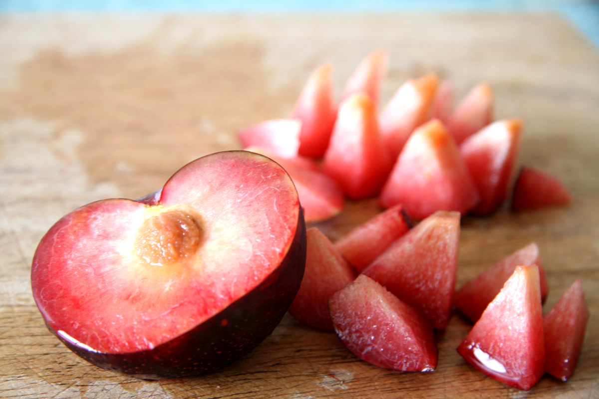 Plums Raw Meal